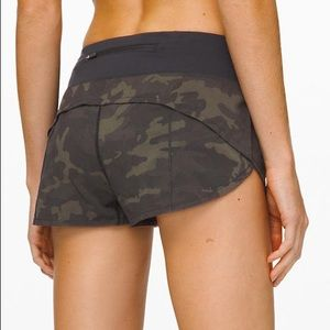 "NWT Lululemon Speed Up Short 2.5"" sz 4 Green Camo"